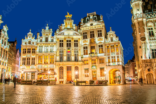 Stickers pour portes Bruxelles Grand Place in Brussels in night, Belgium
