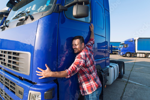 Fotomural Truck driver loves his job