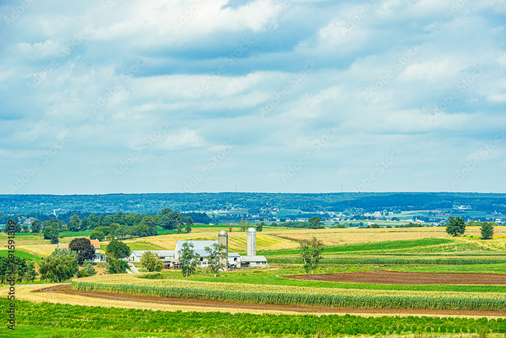 Fototapeta Amish country farm barn field agriculture in Lancaster, PA US