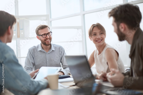 Fototapety, obrazy: businessman discussing with business team ideas for startup