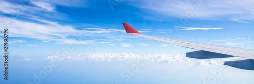 Foto  Panorama of plane wing above nice blue sky