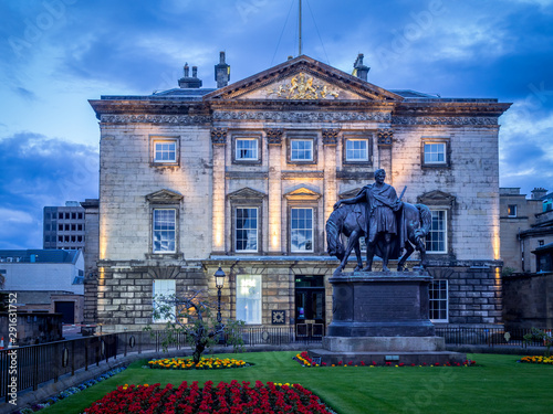 Pinturas sobre lienzo  The Royal Bank of Scotland headquarters also known as Dundas House on July 30, 2017 in Edinburgh, Scotland