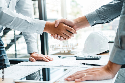 Engineer handshake meeting for architectural project and working with partner en Canvas Print