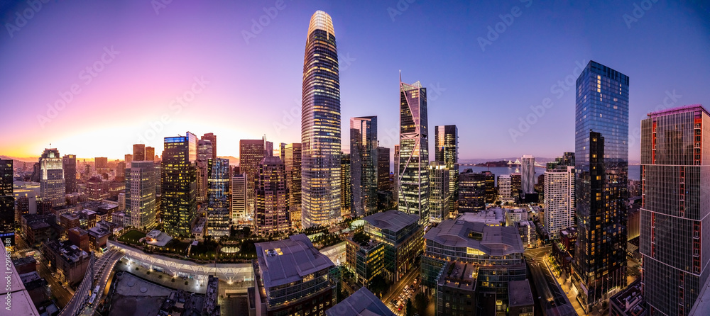 Fototapety, obrazy: Crystal clear sunset over San Francisco skyline makes the sky yellow and purple