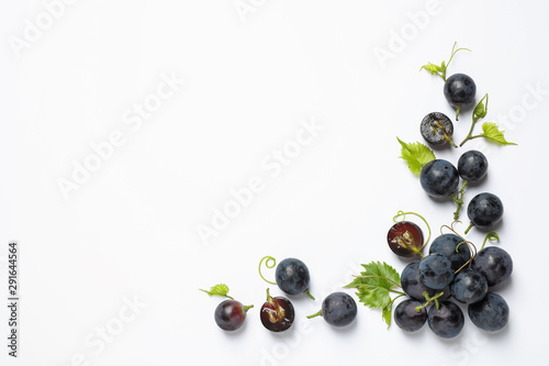 Obraz na płótnie Fresh ripe juicy grapes on white background, top view