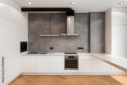 Foto  Modern and new kitchen with built in appliance