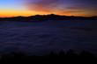 山並みと朝焼けの雲海