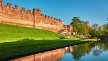 CASTELFRANCO VENETO, ITALY - APRIL 21 2018: Osteria Maniscalco And Bridge On Via Francesco Maria Preti, 66 Near Section Of The Walls In Castle Of Castelfranco Veneto.