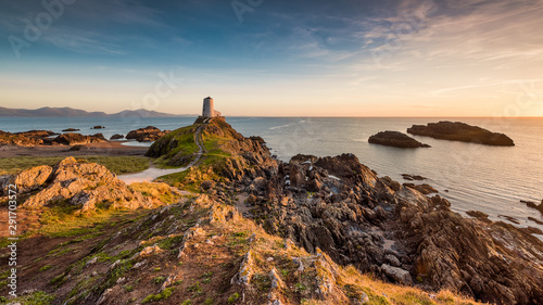 Photo sur Toile Cote Light house at sunset in Wales