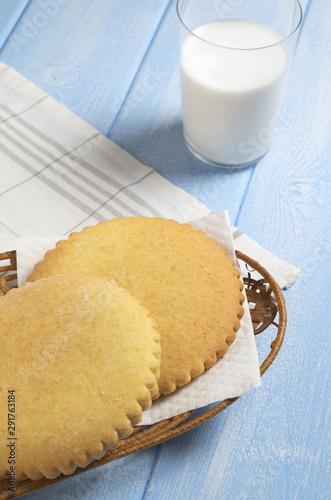 Fotografie, Obraz Gingerbreads with serrated edges and milk