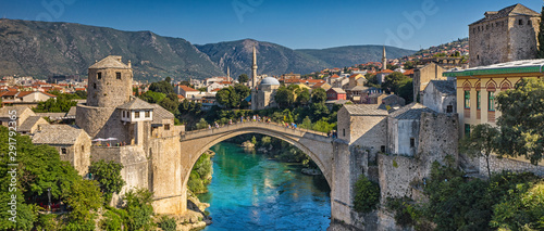 Photo sur Aluminium Ponts Aerial view on the medieval bridge of Mostar