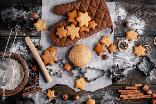 Cuadros en Lienzo Freshly baked appetizing homemade gingerbread cookies, raw dough, baking utensils and food decorations