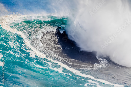 Photo sur Toile Pays d Afrique waves crashing on the rocks