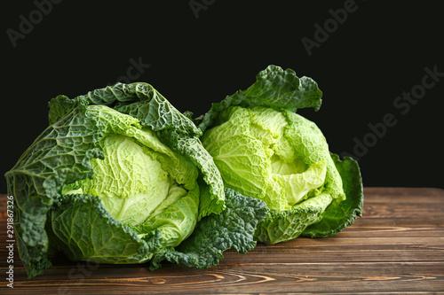 Fotografía Fresh savoy cabbage on wooden table