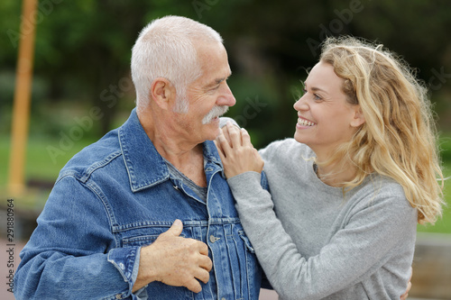 Obraz father and daughter together and laughing - fototapety do salonu