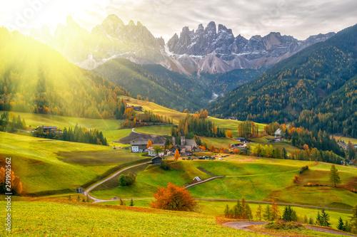 Fond de hotte en verre imprimé Miel Colorful autumn scenery in Santa Maddalena village at sunrise. Dolomite Alps, South Tyrol, Italy.