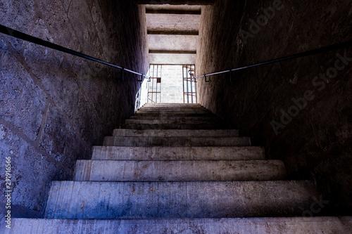 Spoed Foto op Canvas Trappen Escaleras mazmorra de castillo