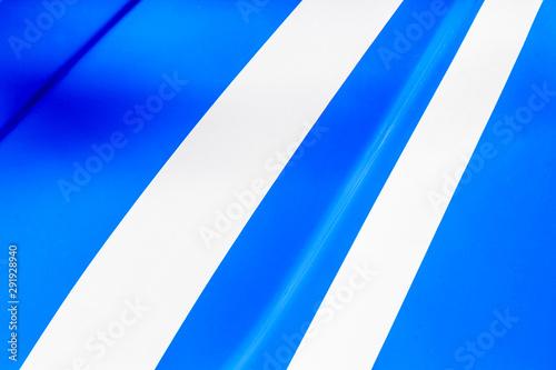 Bandes blanches sur Carrosserie bleue de voiture Canvas-taulu