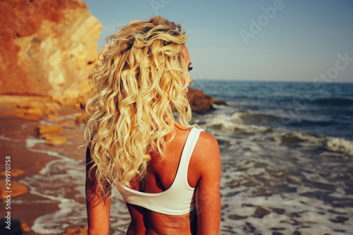 Fotografie, Tablou Blonde curly hair tan girl watching ocean
