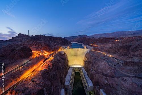 Türaufkleber Kanal Night view of the famous Hoover Dam