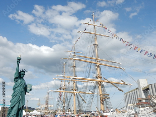 Photo La statue de la liberté a Rouen pendant l'armada.