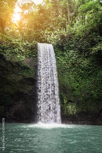 Papiers peints Rivière de la forêt The beautiful Tibumana Waterfall