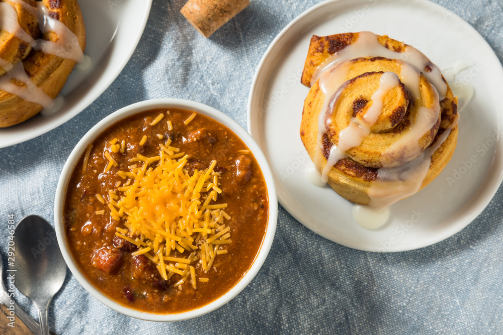 Fototapety, obrazy: Homemade Chili Soup and Cinnamon Roll