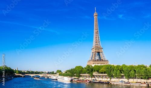 世界遺産 パリのセーヌ河岸 エッフェル塔 ワイド