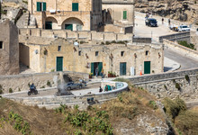 """Bond 25, Aston Martin DB5 While Filming Chase Scenes Through The Narrow Streets Of The Movie """"No Time To Die"""" In Sassi, Matera, Italy."""