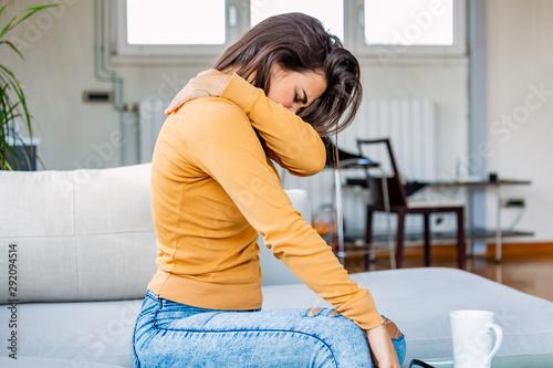 Fényképezés Pain in her shoulder
