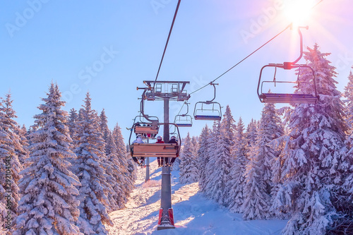 Fotomural Panorama of ski resort, slope, skiers on the ski lift, white snow pine trees at