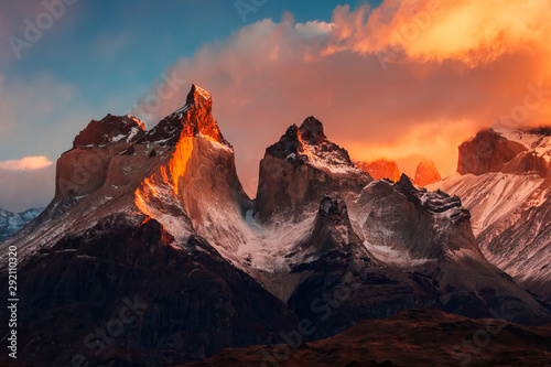 Dramatic dawn in Torres del Paine, Chile Fototapet