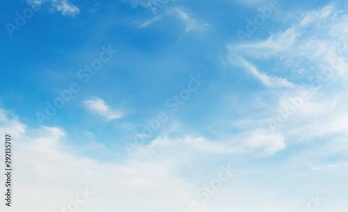 Obraz landscapes blue sky with white cloud and sunshine - fototapety do salonu