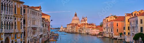 Fotografía  Panorama of Venice Grand Canal and Santa Maria della Salute church on sunset
