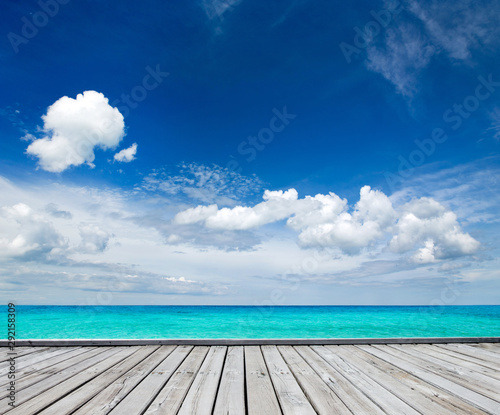 Poster Mer coucher du soleil tropical Maldives island with white sandy beach and sea