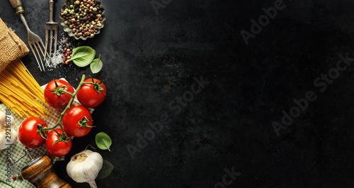 Fotografía Italian food background with ingredients