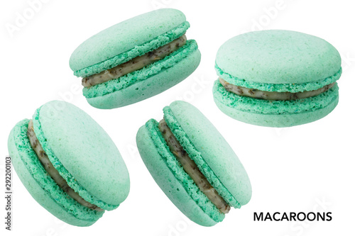 Montage in der Fensternische Macarons Green macaroons without shadow isolated on white background