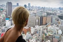 Ragazza Vista Tokyo  Grattaceli