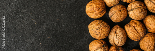 Photo sur Aluminium Texture de bois de chauffage Walnuts, tasty and healthy (Kernels, whole nuts) menu concept. food background. copy space. Top view