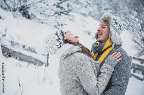 Photo Junge Liebe im Winter, Mann und Frau