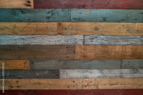 Photo Multicolor wood pallet wall