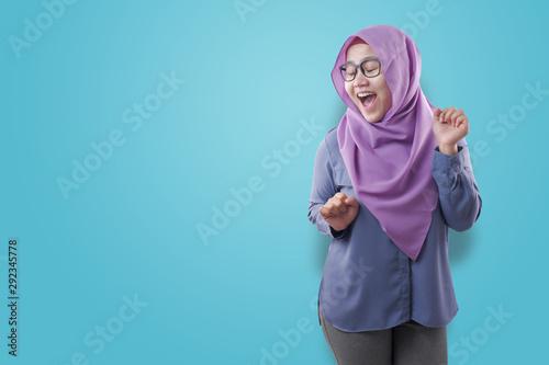 Fotomural  Happy Funny Asian Muslim Woman Dancing Full of Joy