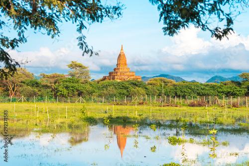 Photo views of temple ruins of bagan, myanmar