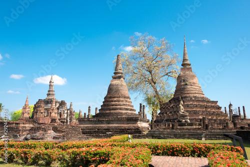 Photo Sukhothai, Thailand - Apr 08 2018: Wat Mahathat in Sukhothai Historical Park, Sukhothai, Thailand