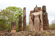 Sukhothai, Thailand - Apr 07 2018: Wat Saphan Hin In Sukhothai Historical Park, Sukhothai, Thailand. It Is Part Of The World Heritage Site- Historic Town Of Sukhothai And Associated Historic Towns.