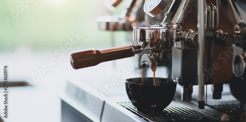 Photo sur Toile Pays d Asie Close-up view of espresso pouring from espresso coffee machine into a coffee cup