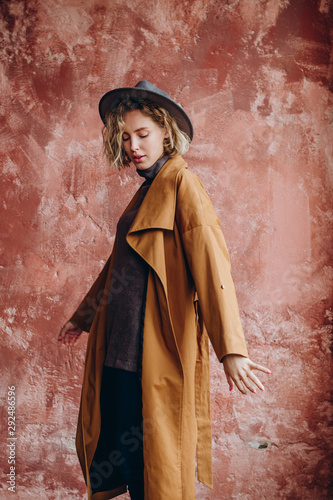 Printed kitchen splashbacks Historical buildings Beautiful Woman Wearing Fashionable Spring, Fall Clothes (beige trench coat, pants, accessorie) Indoors. Female stylish Model in photo studio. Autumn trend, fashion outfit