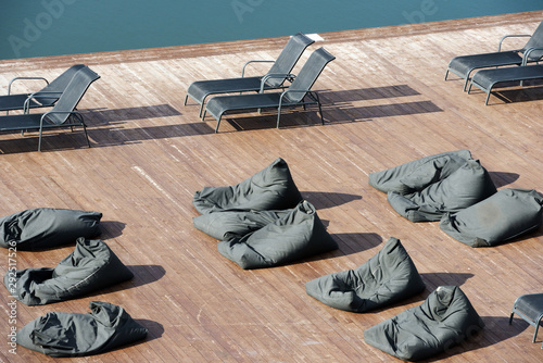 Obraz recreation area near the outdoor pool - fototapety do salonu
