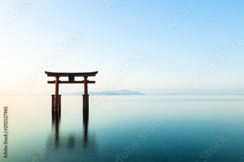 Spoed Fotobehang Japan 琵琶湖 白髭神社 朝景