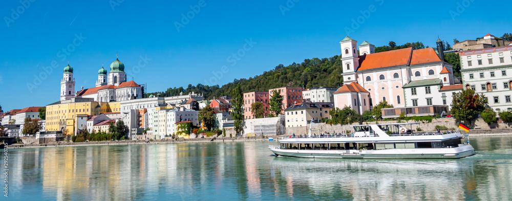 Fototapeta Panorama Skyline von Passau vom Inn aus